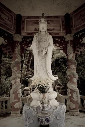 Statue at Bà Nà Mountains