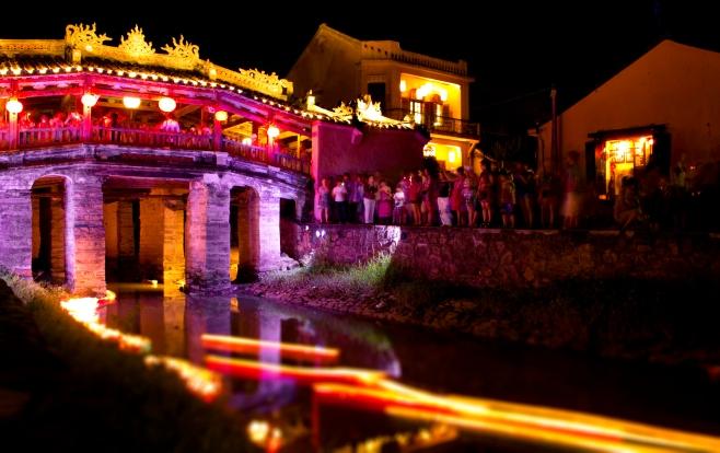 Lanterns floating under Japanese Covered Bridge (Chua Cau) ,Hội An